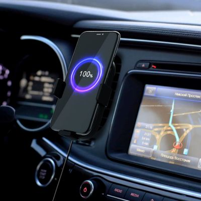Adonit 15W Wireless Car Charger in use