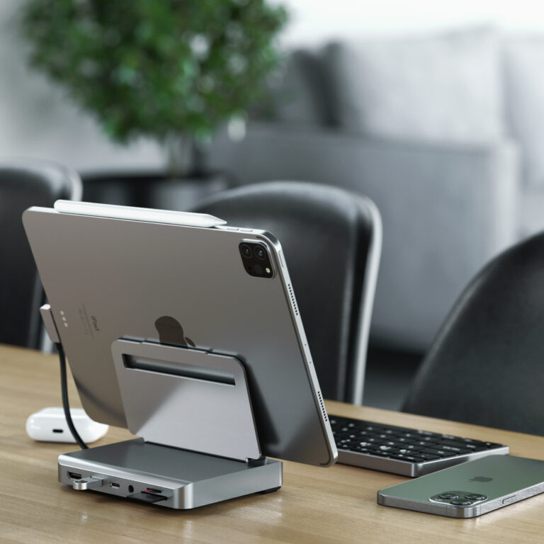 Satechi Aluminium Stand Hub on desk